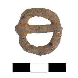 Железная пряжка по форме близкая к сегментовидной, сделана из прямоугольного в сечении прута